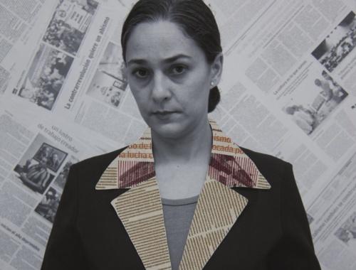 Solapa, 2016, fotografia sobre lienzo, papel periodico, hilo, 50 x 50 cm.